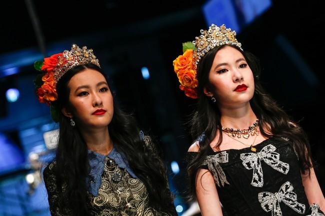 Lý Quí Khánh mang phong cách một mình một kiểu đến show Dolce&Gabbana tại Milan - Ảnh 18.