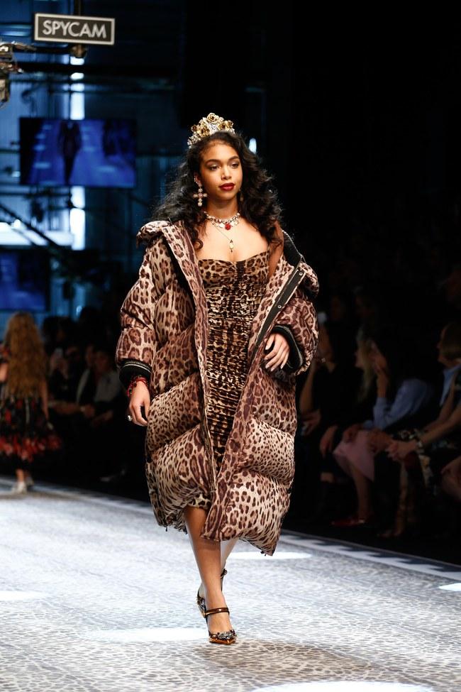 Lý Quí Khánh mang phong cách một mình một kiểu đến show Dolce&Gabbana tại Milan - Ảnh 23.