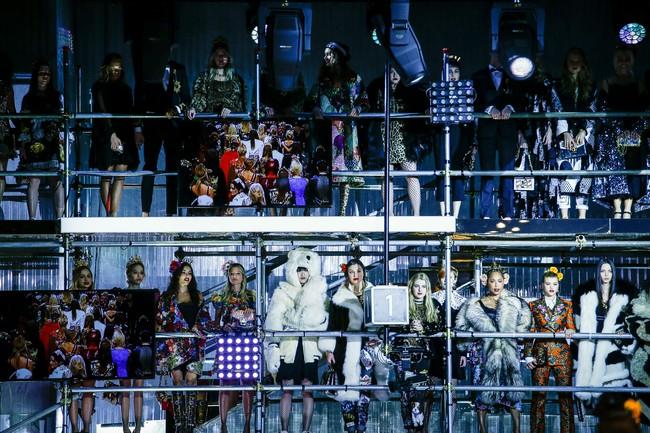 Lý Quí Khánh mang phong cách một mình một kiểu đến show Dolce&Gabbana tại Milan - Ảnh 27.