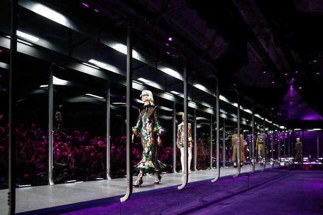 HOT: Hồ Ngọc Hà diện đồ sexy giá hàng trăm triệu, vui tươi tạo dáng bên Tom Hiddleston tại show Gucci - Ảnh 16.