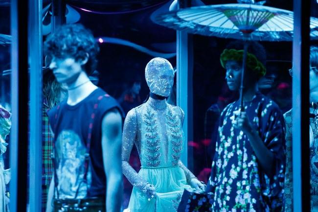 HOT: Hồ Ngọc Hà diện đồ sexy giá hàng trăm triệu, vui tươi tạo dáng bên Tom Hiddleston tại show Gucci - Ảnh 19.