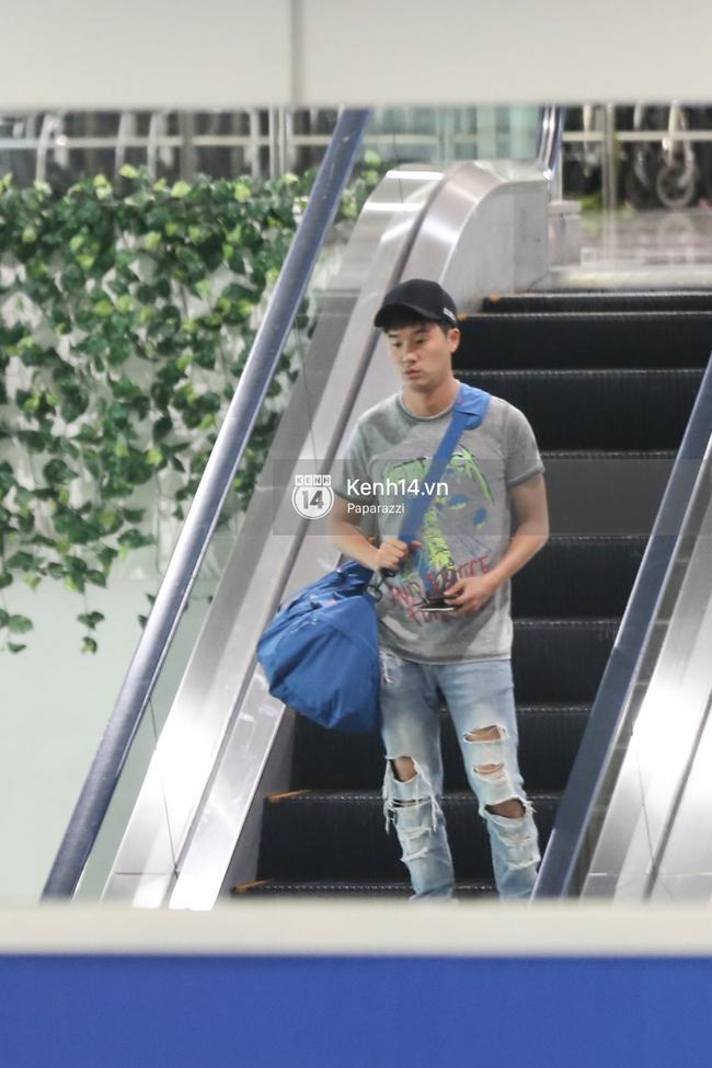 Rapper nổi tiếng xứ Hàn Basick một mình đến Việt Nam, hạnh phúc trong vòng tay chào đón của người hâm mộ - Ảnh 2.