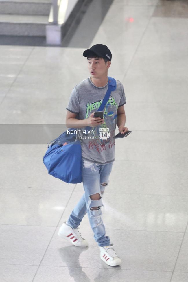 Rapper nổi tiếng xứ Hàn Basick một mình đến Việt Nam, hạnh phúc trong vòng tay chào đón của người hâm mộ - Ảnh 3.