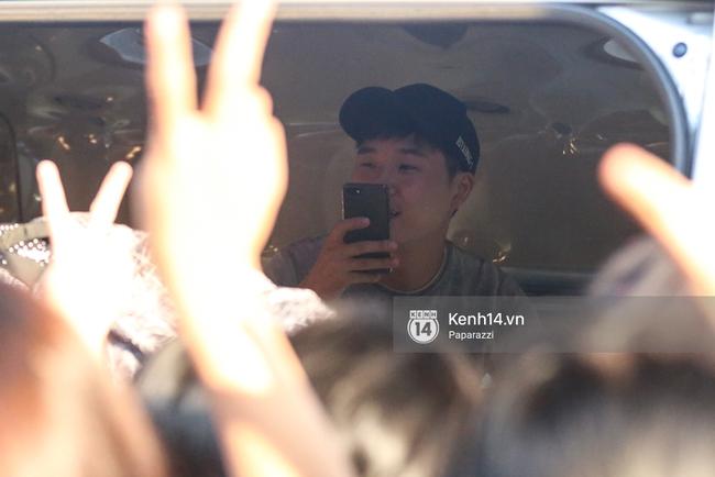 Rapper nổi tiếng xứ Hàn Basick một mình đến Việt Nam, hạnh phúc trong vòng tay chào đón của người hâm mộ - Ảnh 16.