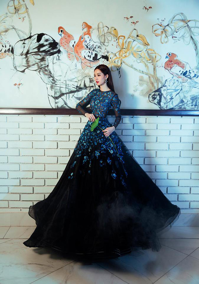 Hoa hậu Thu Thảo và Angela Phương Trinh đụng hàng: Cùng một chiếc váy nhưng mỗi người một vẻ - ảnh 3
