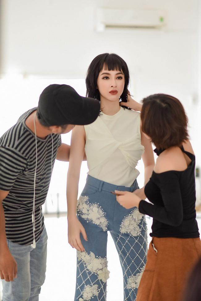Phí Phương Anh sẽ song kiếm hợp bích với Angela Phương Trinh trong show diễn sắp tới - Ảnh 1.