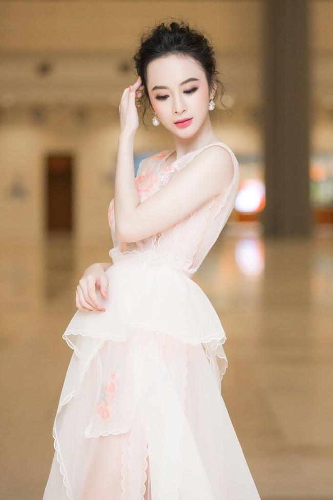 Angela Phương Trinh đối lập với Phạm Hương ngay trên hàng ghế đầu, ai đẹp hơn? - Ảnh 8.