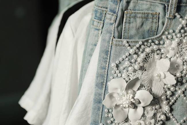 Netizen cho rằng BST của Angela Phương Trinh giống hết đồ các shop bán từ lâu - Ảnh 7.
