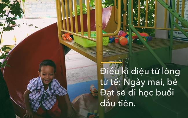 Điều kì diệu từ lòng tử tế: Đúng ngày 8/3, 2 mẹ con cậu bé xếp dép sẽ đi làm, đi học buổi đầu tiên - Ảnh 2.