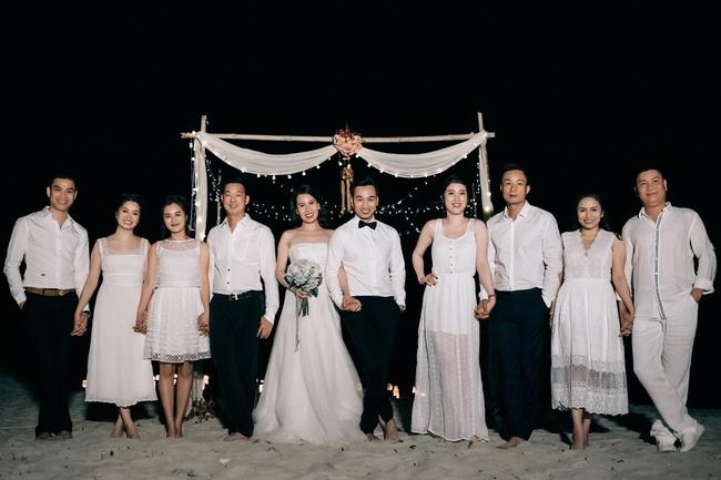 MC Thành Trung quỳ gối cầu hôn bạn gái bên bờ biển lãng mạn - Ảnh 8.