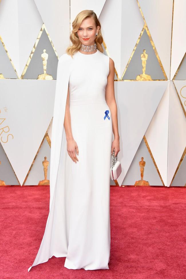 Oscar 2017: Bên cạnh loạt váy áo đẹp lộng lẫy cũng không thiếu những bộ làm tụt cảm xúc - Ảnh 3.