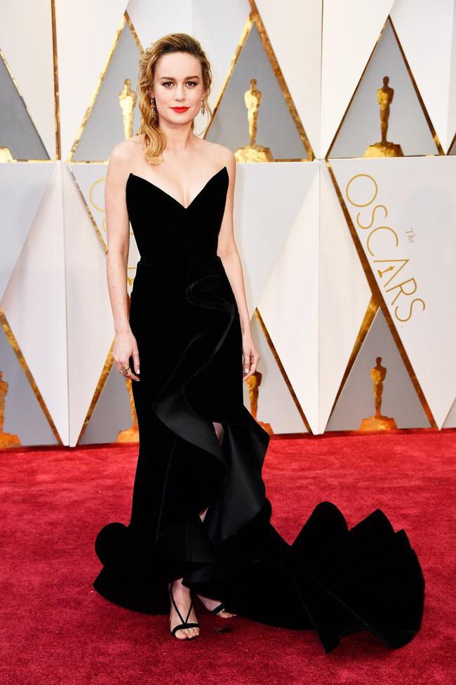 Oscar 2017: Bên cạnh loạt váy áo đẹp lộng lẫy cũng không thiếu những bộ làm tụt cảm xúc - Ảnh 2.