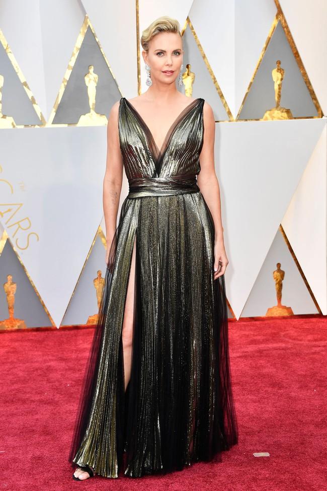 Oscar 2017: Bên cạnh loạt váy áo đẹp lộng lẫy cũng không thiếu những bộ làm tụt cảm xúc - Ảnh 7.