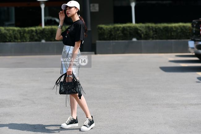 Ngắm street style đơn giản, năng động nhưng thừa độ chất và nổi bần bật của giới trẻ 2 miền - Ảnh 1.
