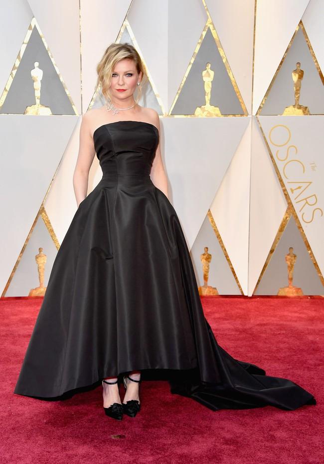 Oscar 2017: Bên cạnh loạt váy áo đẹp lộng lẫy cũng không thiếu những bộ làm tụt cảm xúc - Ảnh 5.