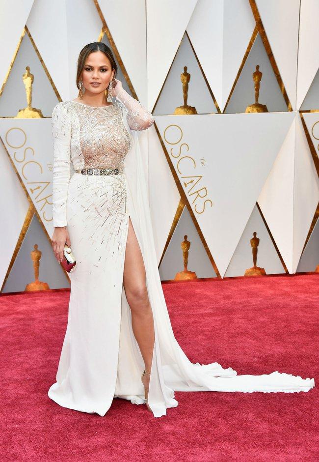Oscar 2017: Bên cạnh loạt váy áo đẹp lộng lẫy cũng không thiếu những bộ làm tụt cảm xúc - Ảnh 6.