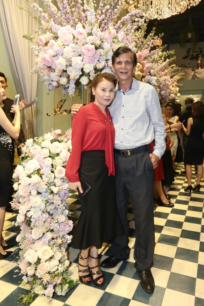 Noo Phước Thịnh ôm chầm Hồ Ngọc Hà khi đến chúc mừng đàn chị - Ảnh 15.