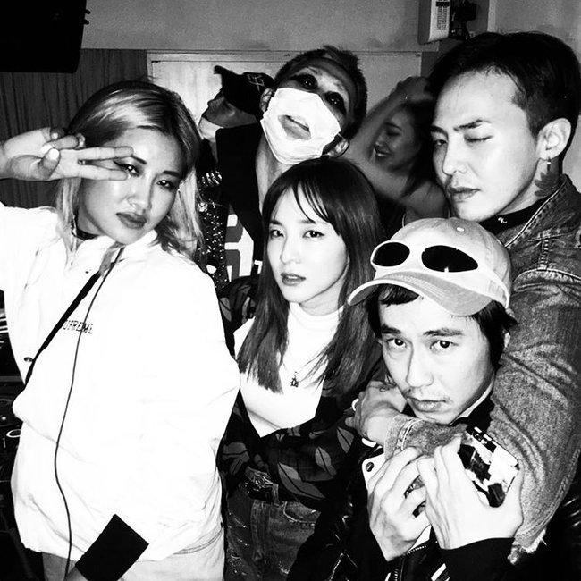 Nhìn G-Dragon và Dara mùi mẫn như thế này, trái tim fangirl làm sao mà không loạn nhịp cho được! - Ảnh 18.