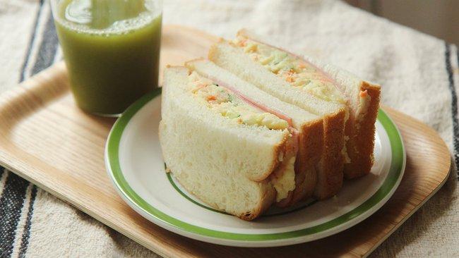 Bạn sẽ không muốn bỏ qua bữa sáng nếu được thưởng thức món bánh mì ngon đẹp như này đâu - Ảnh 1.