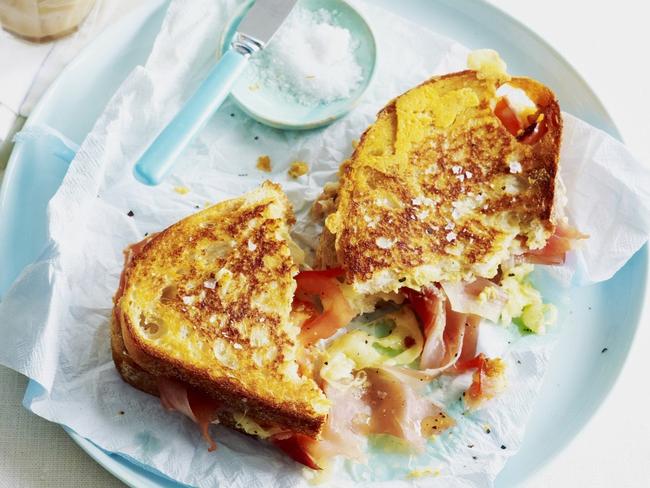 Mê ẩm thực Pháp mà không biết đến bánh mì 3 tầng Croque-monsieur lừng danh này thì thật thiếu sót - Ảnh 1.