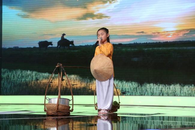 Bé 5 tuổi hát Anh cứ đi đi cực đau khổ rồi hồn nhiên nói chẳng biết cô Hari Won là ai - Ảnh 16.