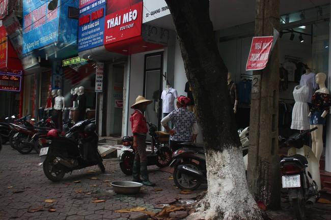 Câu chuyện xúc động về hai người mẹ nghèo đứng ngần ngại trước shop thời trang trẻ ở Bắc Giang - Ảnh 1.
