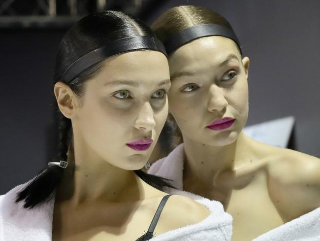 Mặt-đối-mặt trên đường băng H&M, Bella Hadid tiếp tục lơ đẹp The Weeknd - Ảnh 6.