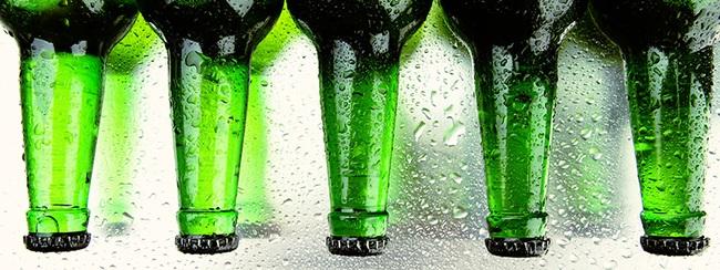 Uống bia nhiều là thế nhưng bạn có biết vì sao vỏ chai bia chỉ có hai màu xanh và nâu? - Ảnh 1.