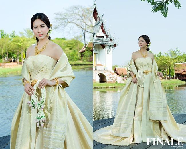 Vẻ đẹp thần thánh của các mỹ nhân hàng đầu Thái Lan trong trang phục truyền thống đón Tết Songkran - Ảnh 13.