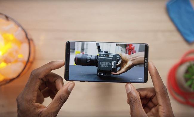 Galaxy S8 lộ diện với ngoại hình đẹp miễn chê, iPhone sẽ ế dài cổ cho xem - Ảnh 4.