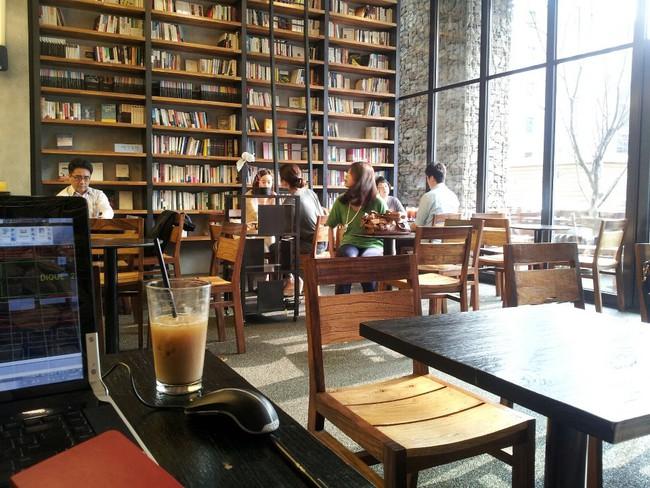 Tiệm cà phê và Wifi miễn phí: Từ câu chuyện Phúc Long nhìn về văn hóa dùng Internet công cộng tại nước ngoài - Ảnh 6.