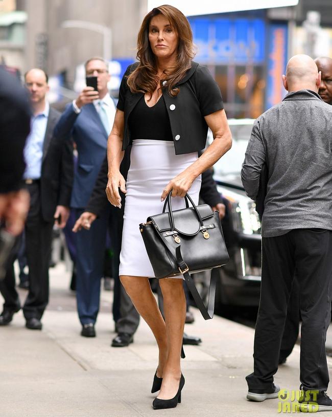 Cô gái Đan Mạch ngoài đời thật: Bố Kendall - Kylie từng lén mặc váy, nội y nữ trong phòng con gái - Ảnh 3.