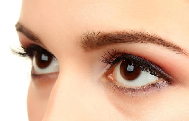 Dành cho hội mắt cận: cận lệch mà không chăm sóc đúng cách có thể gây ra nhiều hậu quả nghiêm trọng - Ảnh 1.
