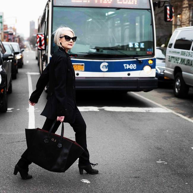 Style chất chơi của cụ giáo 63 tuổi khiến giới trẻ phải chạy dài - Ảnh 7.