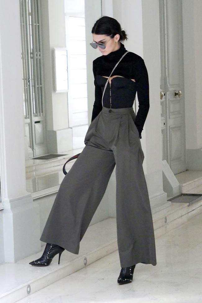 Tóc Tiên, Hương Giang Idol... đua nhau khoe eo với mốt diện corset cùng đồ thun như nhà Kardashian - Ảnh 11.