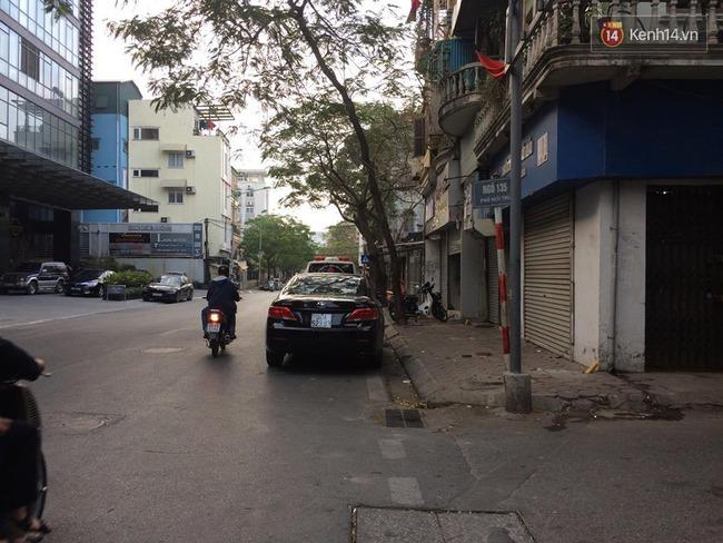 Hà Nội: Lầm tưởng trộm xe SH, người dân lao vào đánh tổ trưởng bảo vệ dân phố và 2 người đàn ông chấn thương - Ảnh 3.
