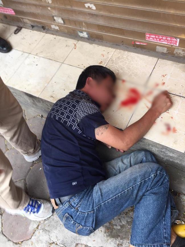 Hà Nội: Lầm tưởng trộm xe SH, người dân lao vào đánh tổ trưởng bảo vệ dân phố và 2 người đàn ông chấn thương - Ảnh 2.