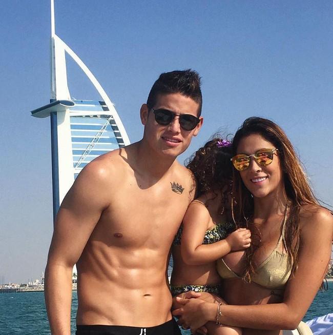 Vợ tìm mua nhà ở London giữa tin đồn James Rodriguez đạt thỏa thuận với Man Utd - Ảnh 1.