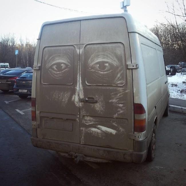 Đỉnh cao hội họa được vẽ nên từ lớp bụi dày trên ô tô - Ảnh 11.
