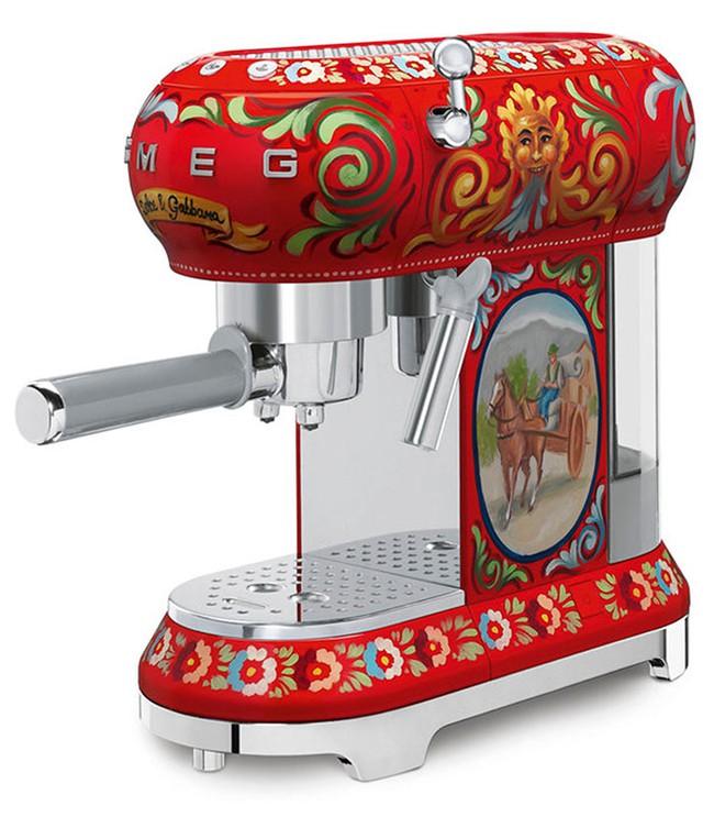Bộ đồ làm bếp của Dolce & Gabbana khiến các bà nội trợ sành điệu điên đảo - Ảnh 6.