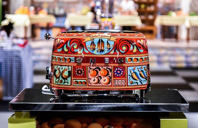 Bộ đồ làm bếp của Dolce & Gabbana khiến các bà nội trợ sành điệu điên đảo - Ảnh 8.
