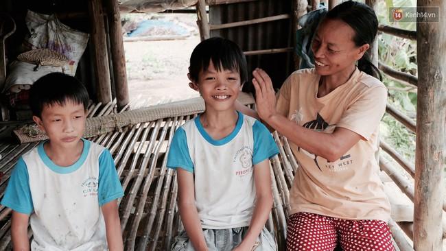Túp lều lá trên đồi tràm và câu chuyện tình giản dị của hai vợ chồng khuyết tật ở Đồng Nai - Ảnh 4.