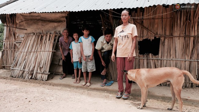 Túp lều lá trên đồi tràm và câu chuyện tình giản dị của hai vợ chồng khuyết tật ở Đồng Nai - Ảnh 5.
