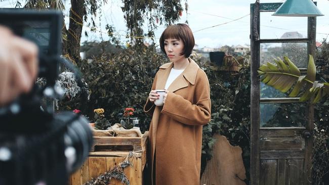Tóc Tiên lột xác hát ballad, nữ tính hơn trong MV mới - Ảnh 2.