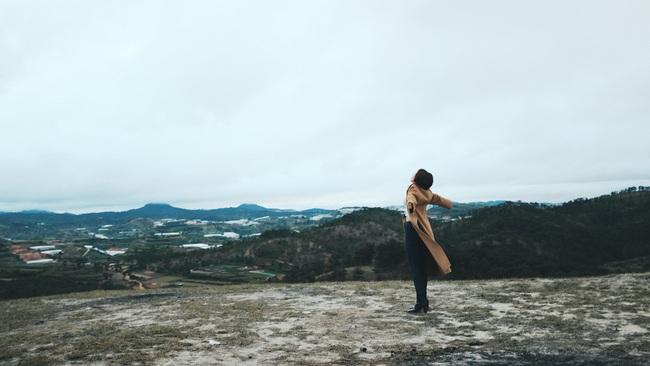 Tóc Tiên lột xác hát ballad, nữ tính hơn trong MV mới - Ảnh 8.