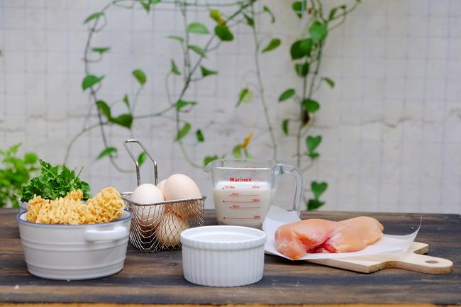 Có một đặc sản của các chợ đêm ở Hàn Quốc được làm từ mì gói rất ngon - Ảnh 1.