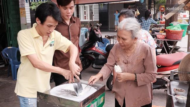 Bạn trẻ Sài Gòn rủ nhau ủng hộ cụ bà 70 tuổi bán kem nuôi chồng bệnh và cháu ăn học - Ảnh 3.