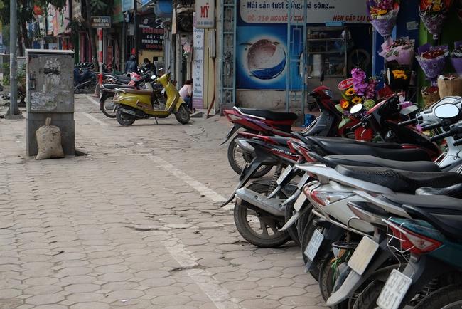 Vạch kẻ vỉa hè hình zích zắc gây xôn xao ở Hà Nội - Ảnh 4.