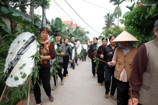 Hàng trăm người bật khóc tiễn biệt bé gái người Việt bị sát hại ở Nhật về với đất mẹ - Ảnh 5.