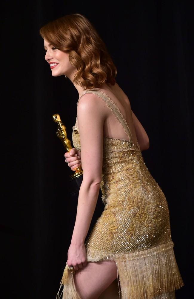 Đã thắng Oscar lại đẹp hết phần người khác, Emma Stone chính là nữ thần của đêm trao giải! - Ảnh 11.